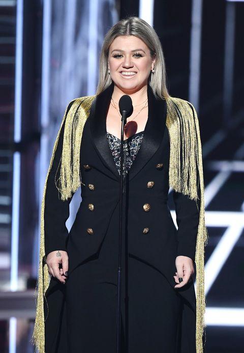 Kelly-Clarkson-Billboard-Awards