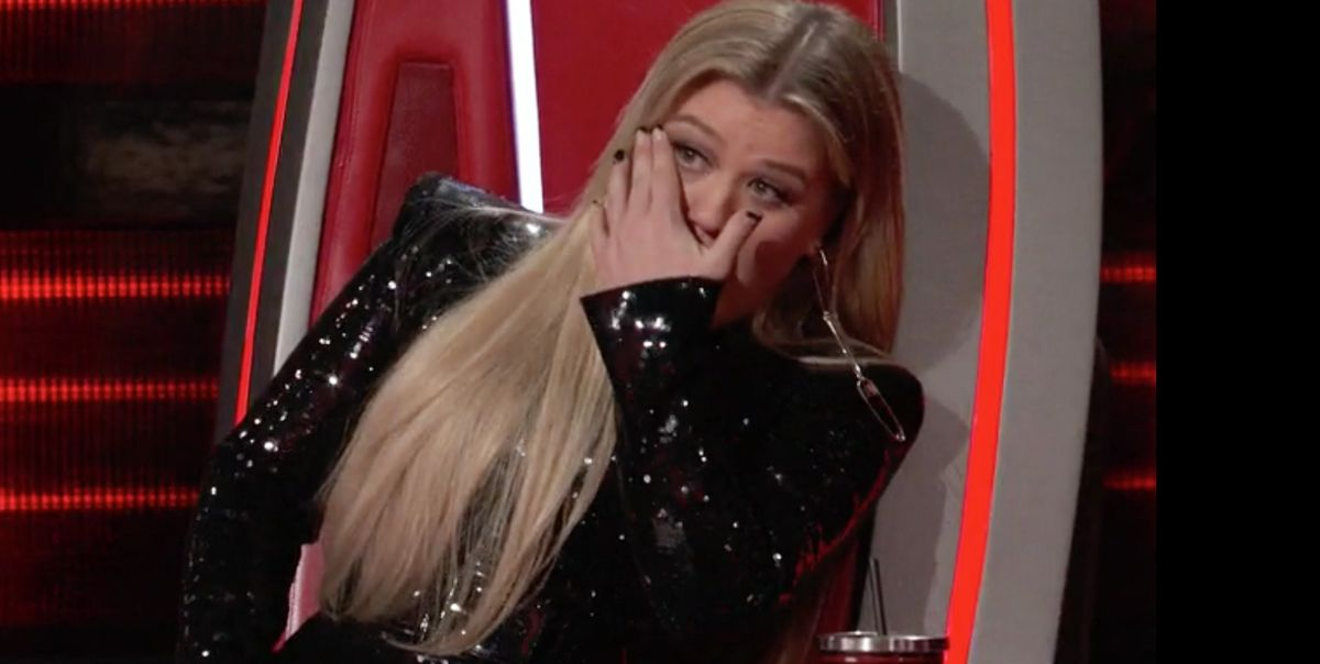 The Voice Coach Kelly Clarkson Cries After Chevel