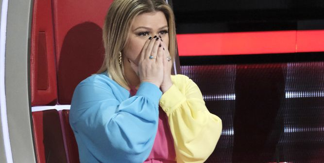 Kelly Clarkson S Dress On The Voice Had Everyone Talking