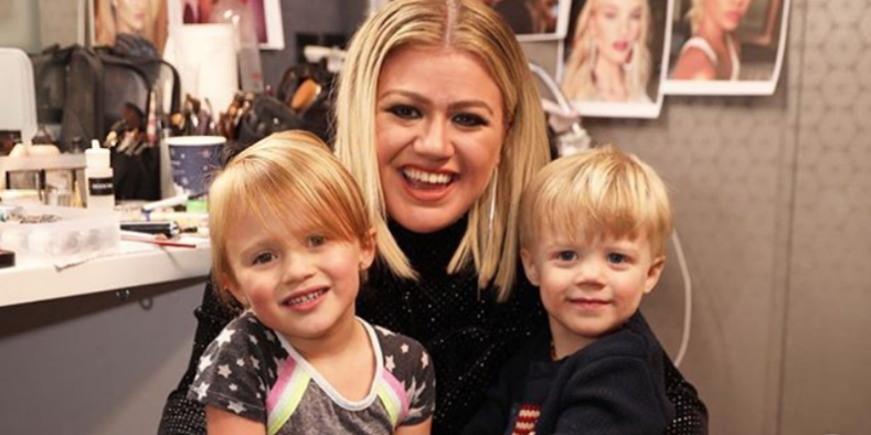 Kelly Clarkson Says It's 'Really Hard' to Juggle Her Tour and Her Kids