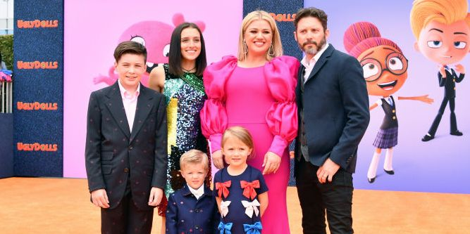 567c19aa7 Kelly Clarkson Kids and Family Photos- How Many Children Does Kelly  Clarkson Have?