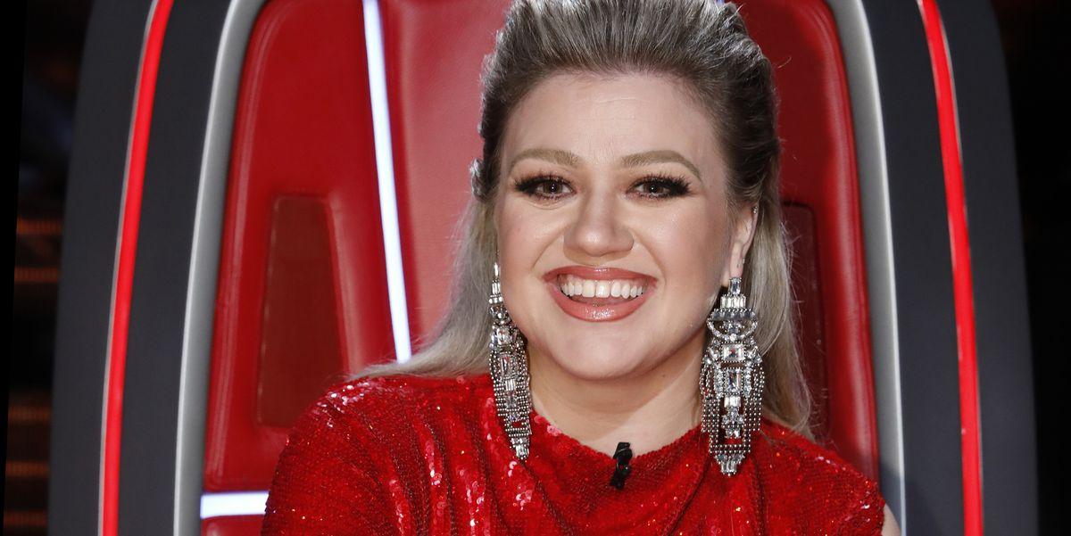 Kelly Clarkson Stunned on \'The Voice\' Finale In a Red Dress - Fan ...