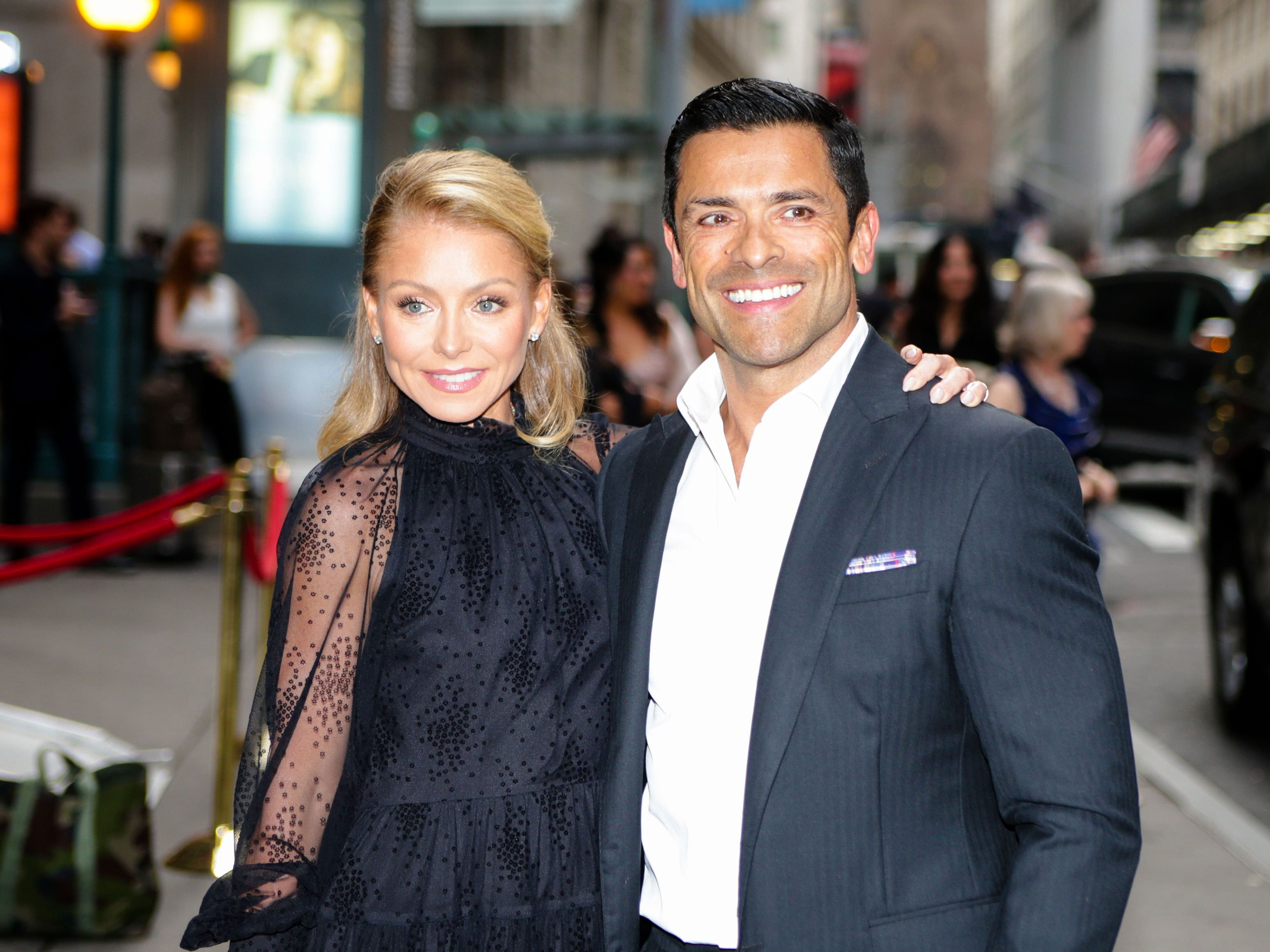 Kelly Ripa Just Joked About What *Really* Gets Her Off After Being 'Married 800 Years' To Mark Consuelos