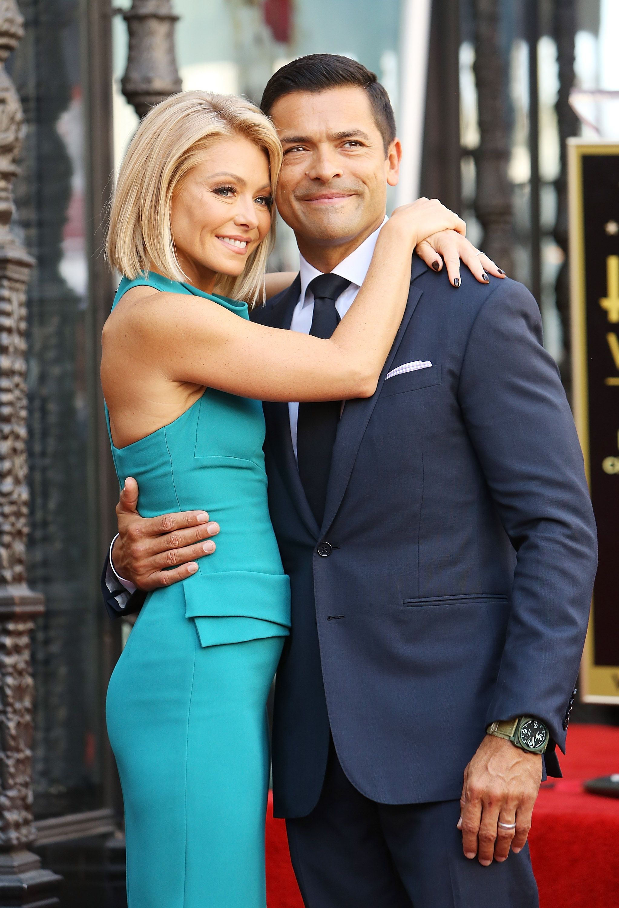 Kelly Ripa Nude Photos 29