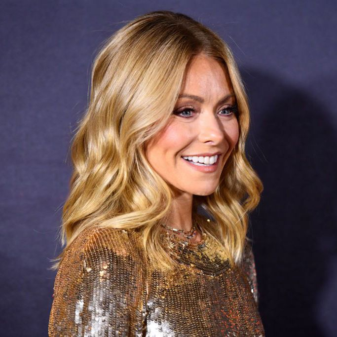 Kelly Ripa Posted a No-Makeup Beach Selfie While in Mexico With Husband Mark Consuelos