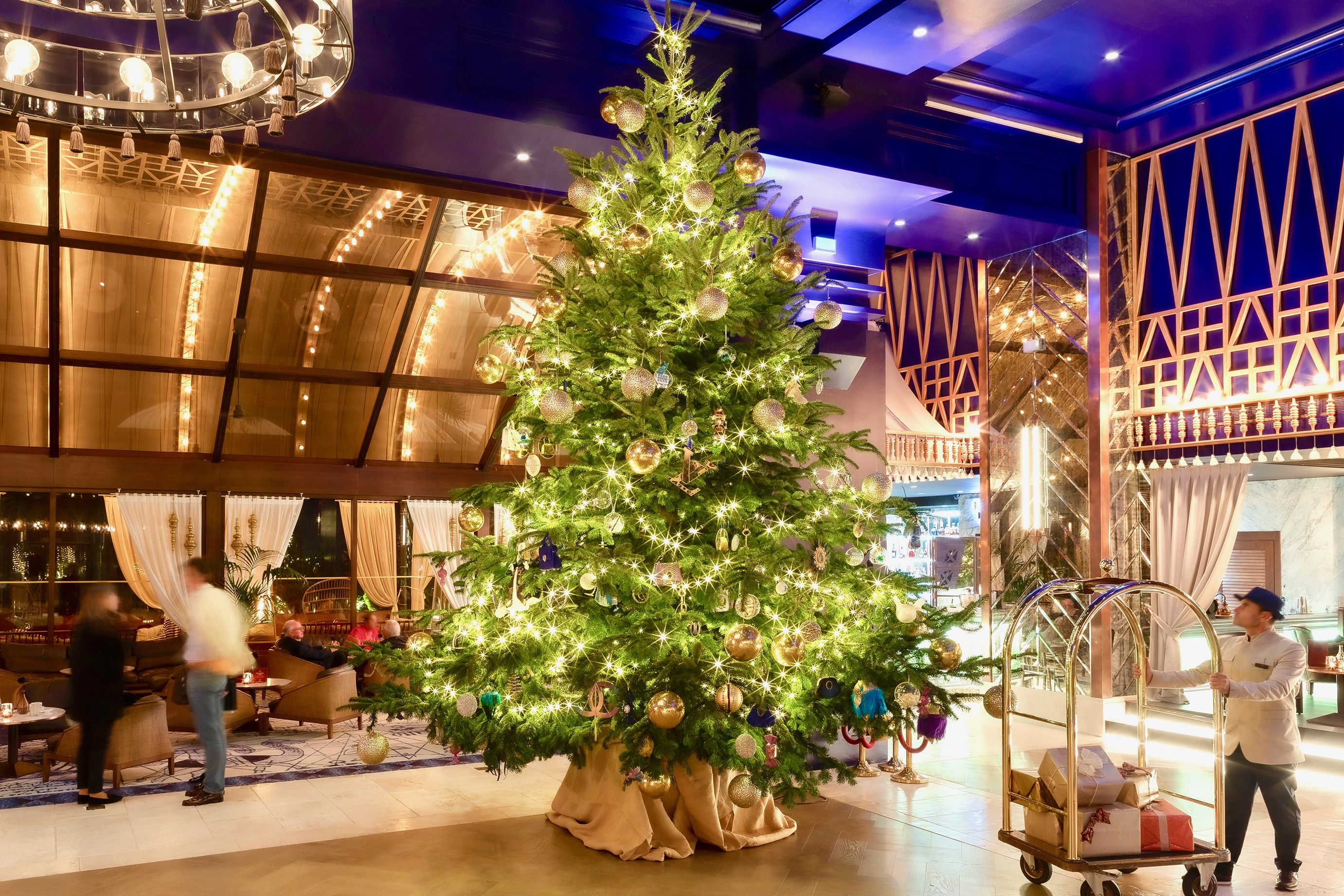 Flipboard: The world's most expensive Christmas tree at the Kempinski Hotel Bahia in Spain cost ...