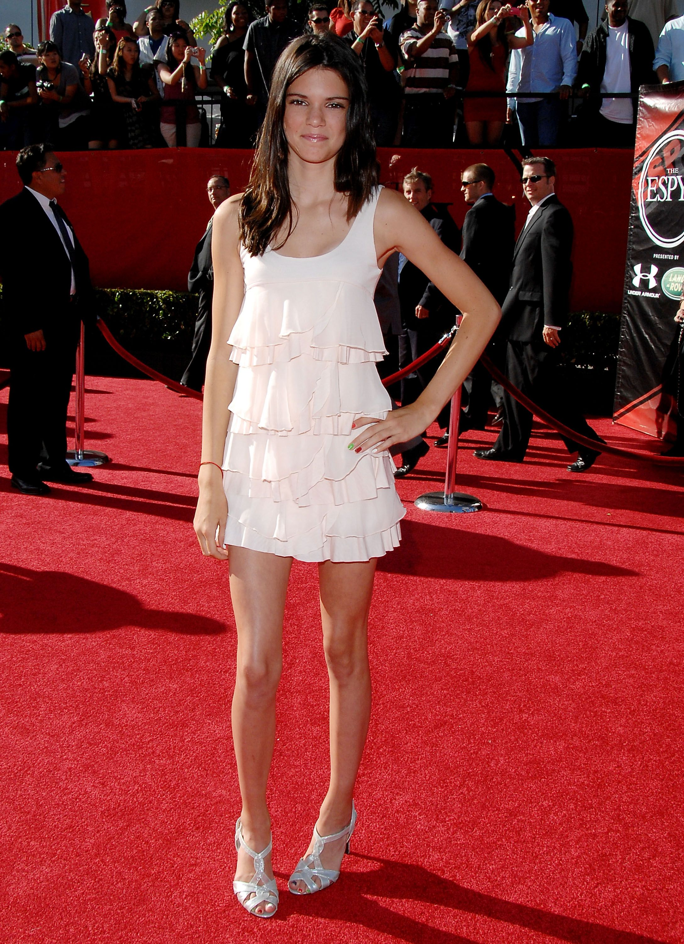 Download Kendall Jenner Red Carpet White Dress Background