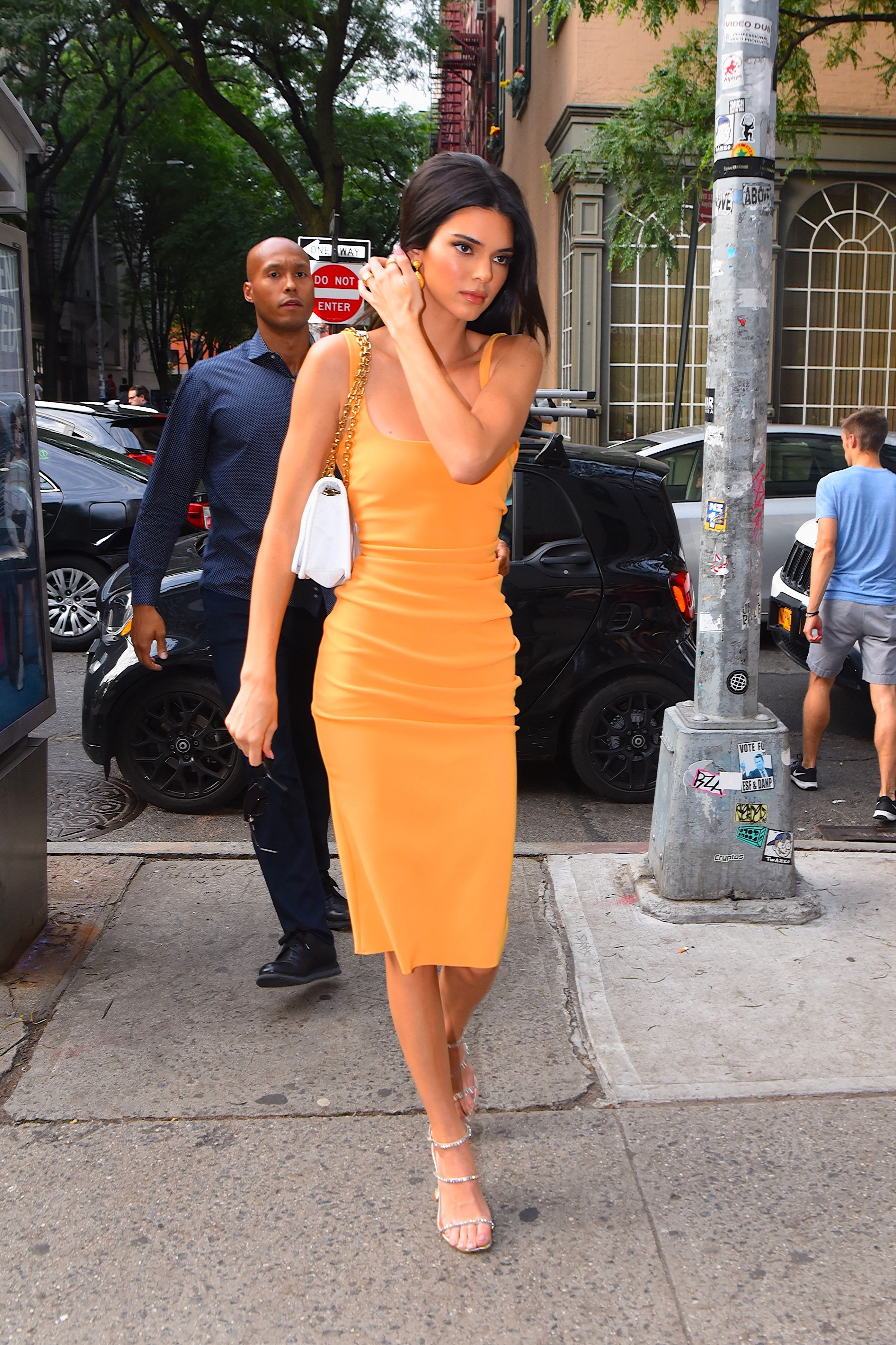 Kendall Jenner S Orange Dress Coca Cola Conspiracy Theory Explained