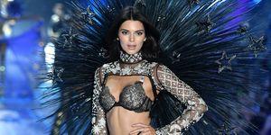 Kendall Jenner tijdens de Victoria's Secret Show 2018