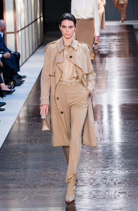 374dff41dd58 Kendall Jenner Walks First Summer Spring 2019 Fashion Show for Burberry