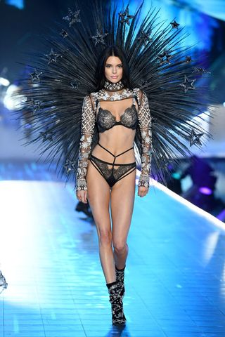 1852c367a9 Kendall Jenner Is the Highest Paid Model of 2018 After Earning  22.5 ...