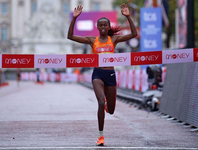 brigid kosgei gana el maratón de londres 2020