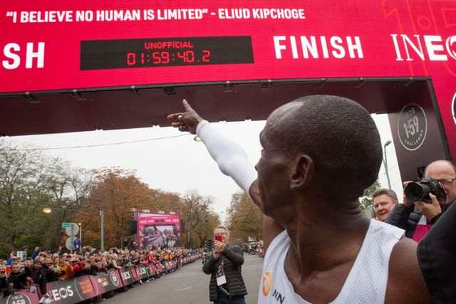 eliud kipchoge señala su marca por debajo de dos horas en maratón en el reto ineos 159 de viena celebrado en octubre de 2019