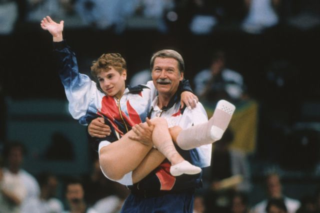 kerri strug being carried in the 1996 olympics   women's gymnastics team competition