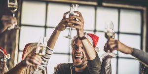 Alcohol, de grootste irritatie tijdens de kerstborrel