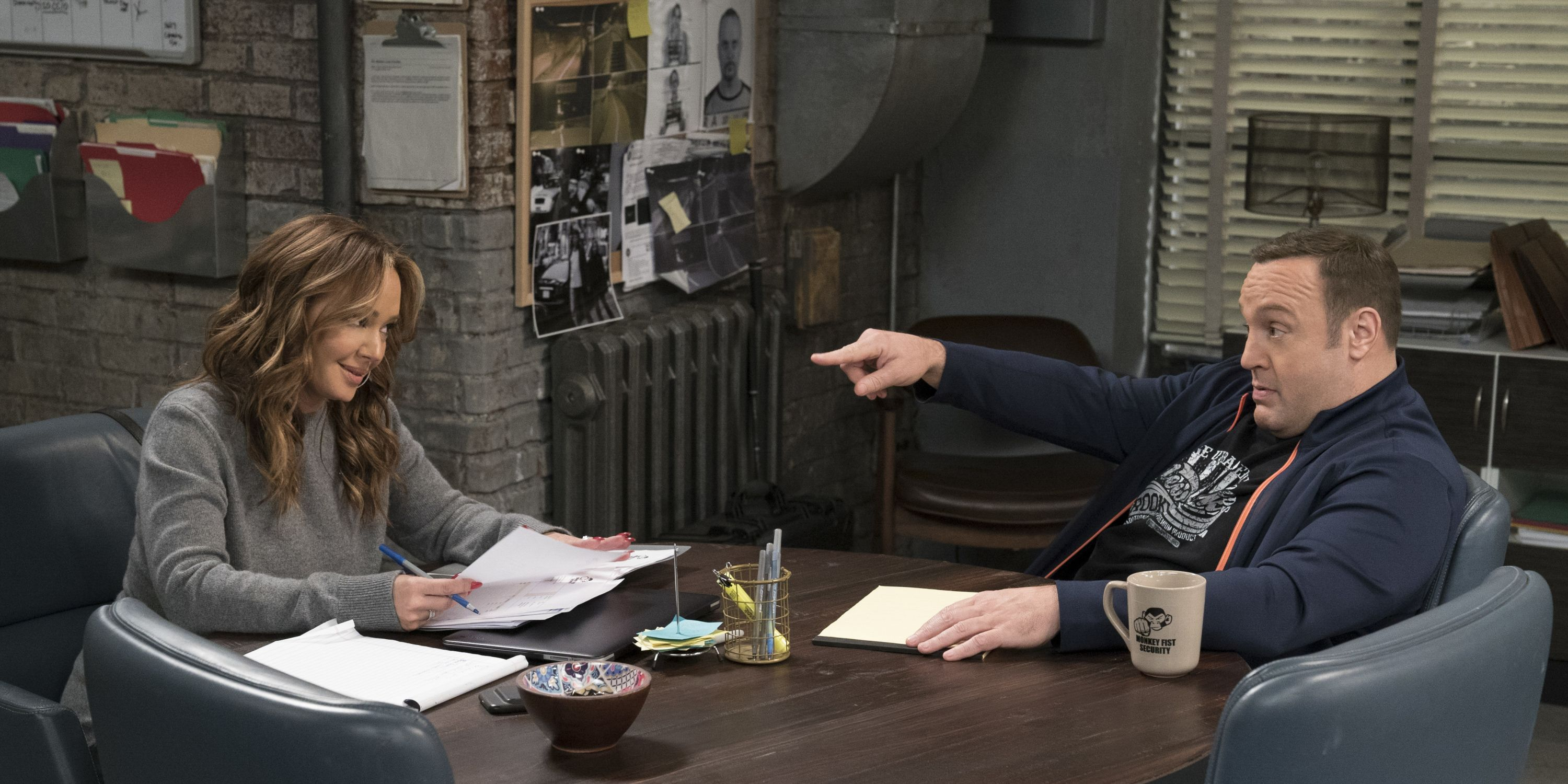 Leah Remini and Kevin James in 'Kevin Can Wait'