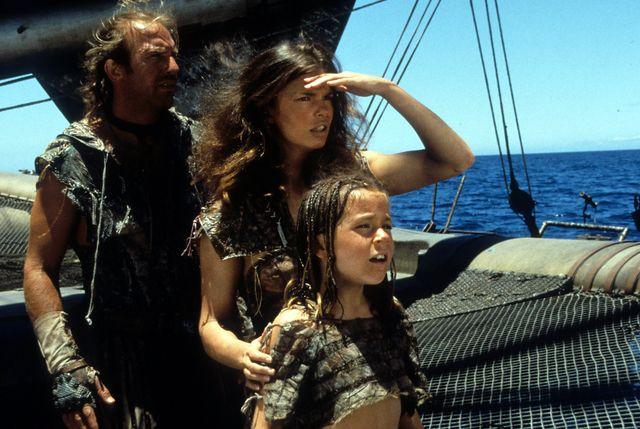 kevin costner y jeanne tripplehorn en'waterworld'