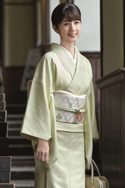 小倉優子さんの色無地スタイル