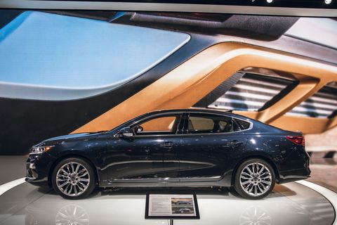 Land vehicle, Vehicle, Car, Automotive design, Mid-size car, Auto show, Sedan, Executive car, Family car, Full-size car,