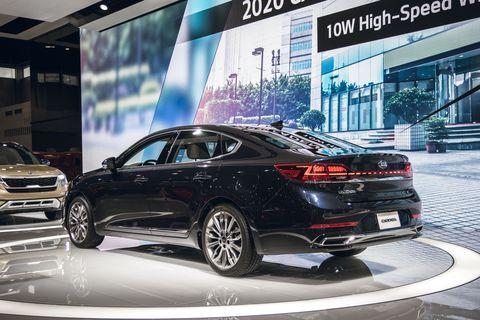 Land vehicle, Vehicle, Car, Automotive design, Auto show, Mid-size car, Full-size car, Luxury vehicle, Personal luxury car, Executive car,