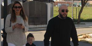 Kiko Rivera e Irene Rosales pasean con sus hijas Ana y Carlota