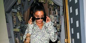 Kim Kardashian in dollar pak 2018