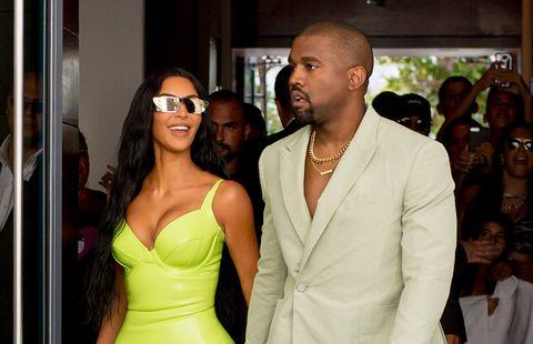 Kim Kardashian y Kanye West en Miami, en la boda del rapero 2 Chains en la Mansión Versace