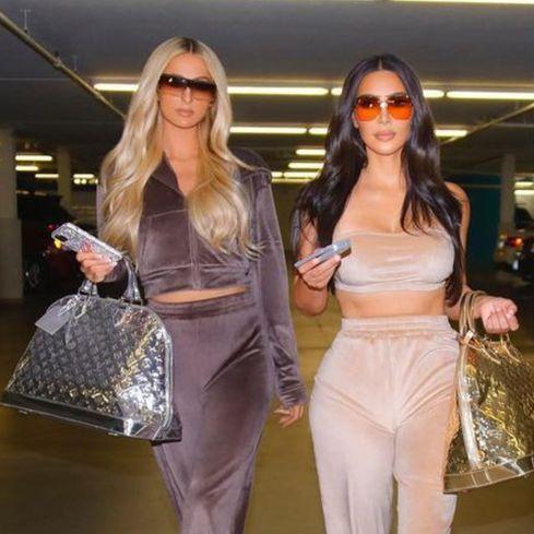 從幕後跟班變假面閨蜜?兩大社交女王「芭黎絲希爾頓」與「金卡戴珊」的腹黑姊妹穿搭