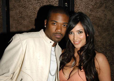 kim kardashian en ray j aanwezig bij fashion show in maart 2006