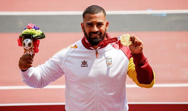 el atleta valenciano kim lópez revalidó su título de campeón paralímpico de lanzamiento de peso en tokio con una medalla que vino acompañada de un récord del mundo en la clase f12 de discapacitados visuales
