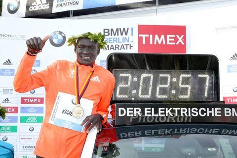 Dennis Kimetto with clock after marathon world record in Berlin