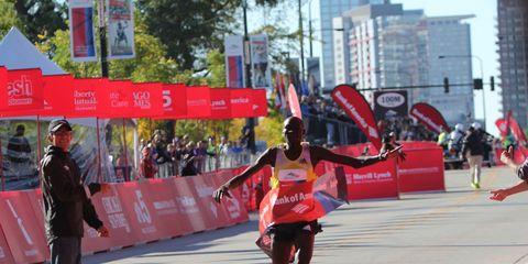 Dennis Kimetto wins the 2013 Chicago Marathon