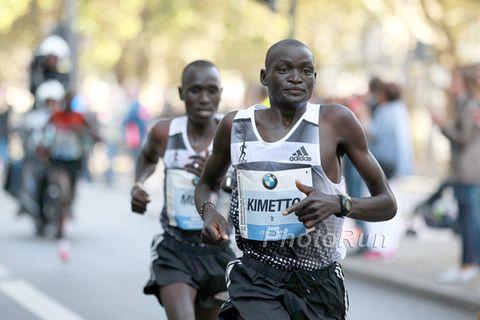 Dennis Kimetto leads Emmanuel Mutai at the 2014 Berlin Marathon