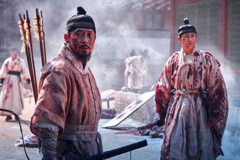 dos monjes de kingdom en netflix manchados de sangre