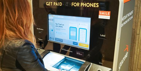 Kiosk scans woman's mobile phone using artificial intelligence