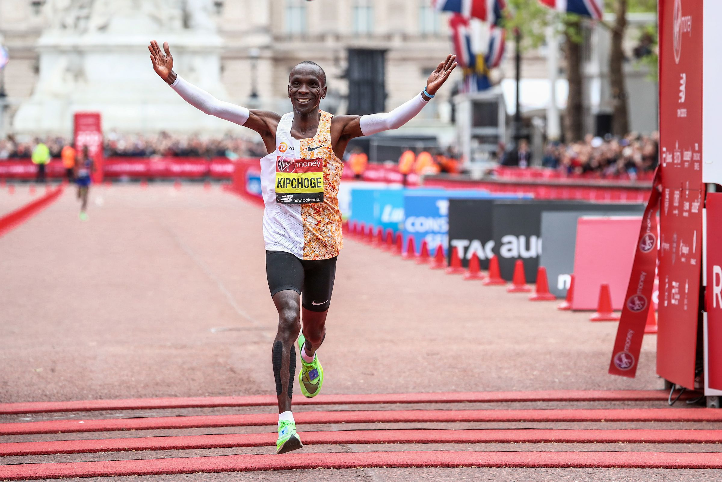 4d4b5f5632b26 Kipchoge Proves He Has No Equal  Runs 2nd Fastest Marathon Time in History