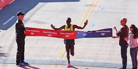 Eliud Kipchoge finishes the 2014 Chicago Marathon