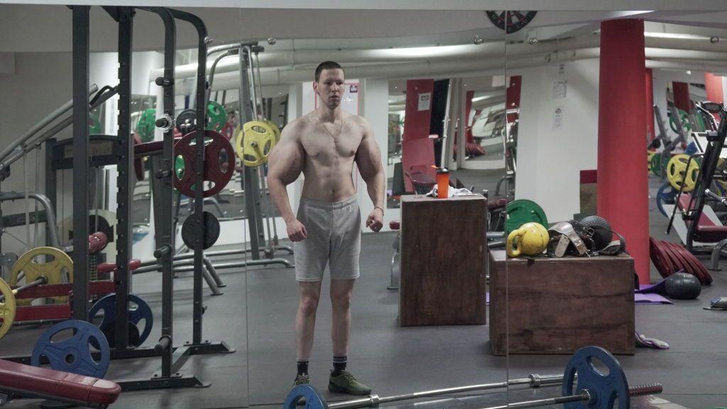 El drama del 'Popeye' ruso que se inyectó aceite en los bíceps: debuta en MMA y le gana un luchador 20 años mayor que él