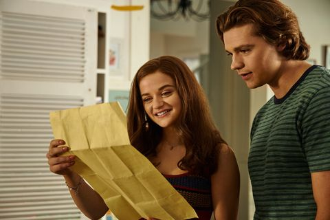 joey king as elle and joel courtney as lee in the kissing booth 3