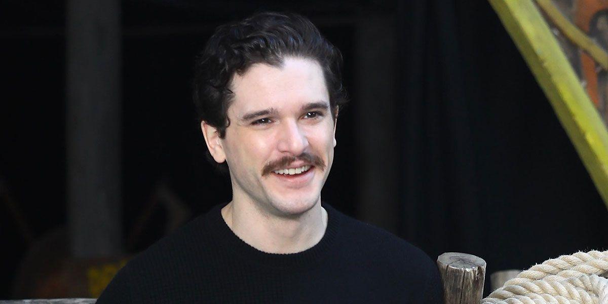 kit harington bigote