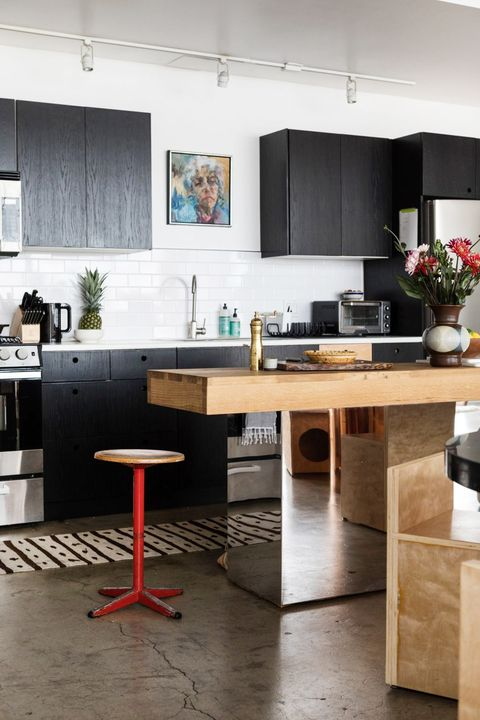 Furniture, Room, Countertop, Interior design, Kitchen, Property, Table, Desk, Floor, Building,