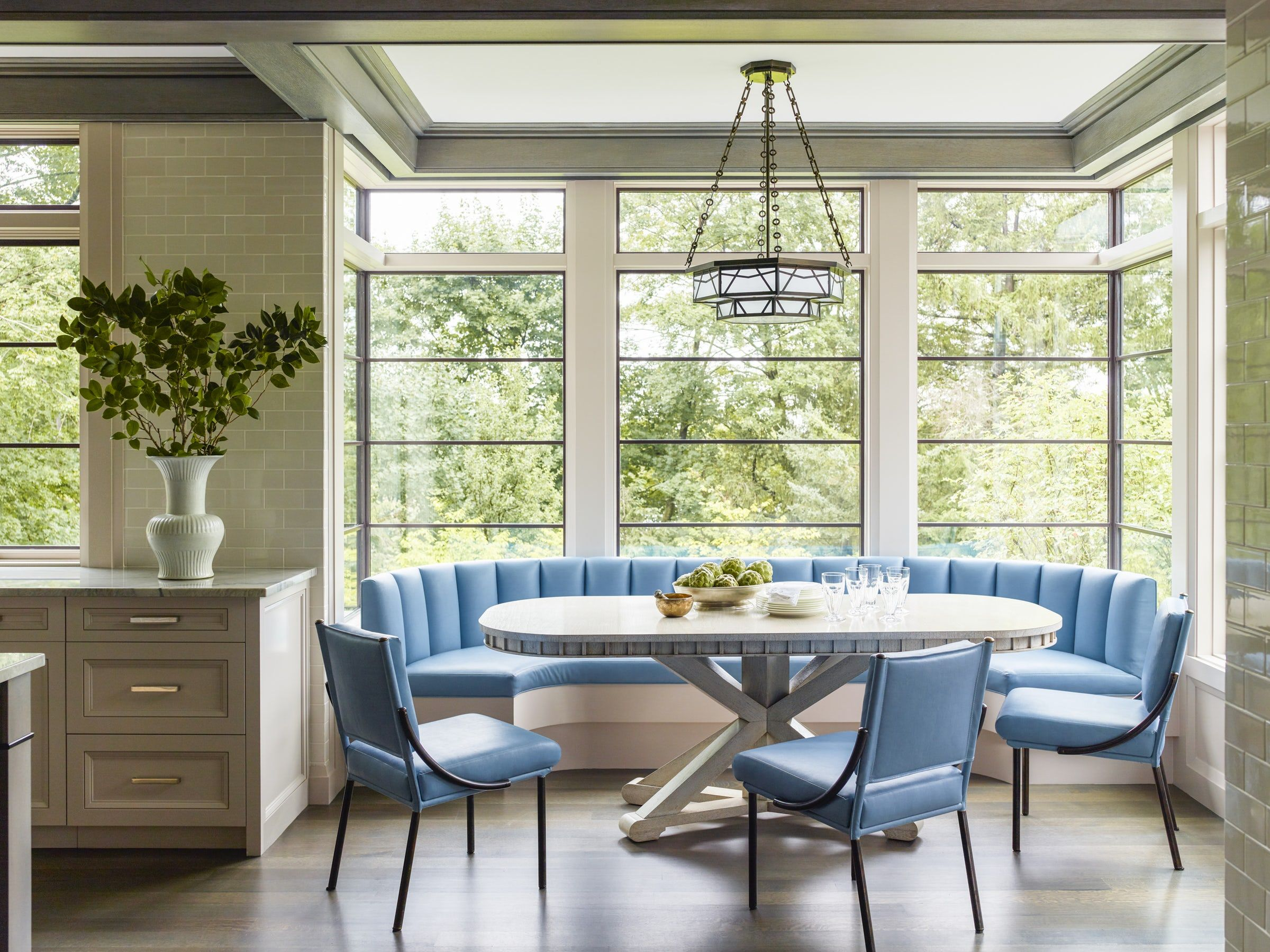 Picture of: 25 Charming Banquette Seating Ideas Gorgeous Kitchen Banquette Photos