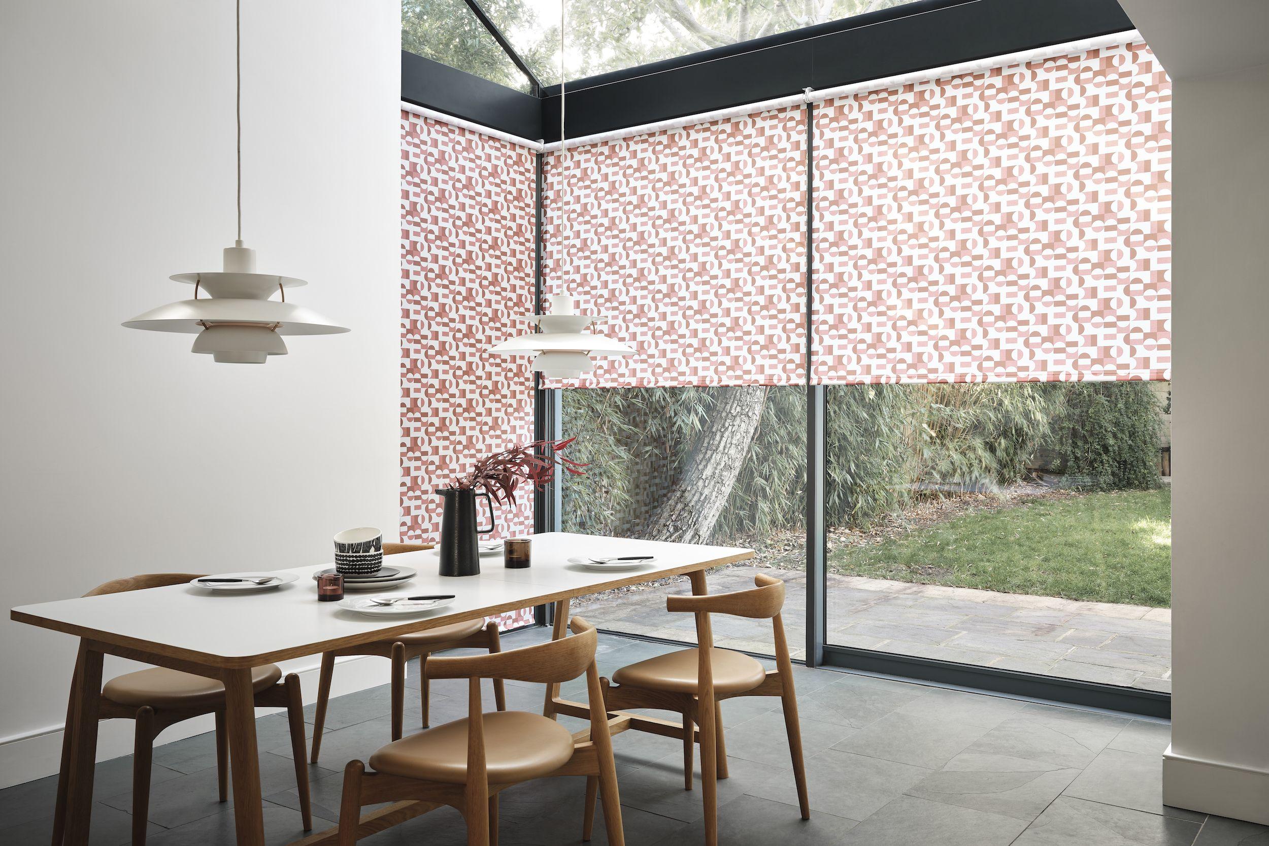 Ролеты на окна в современном интерьере