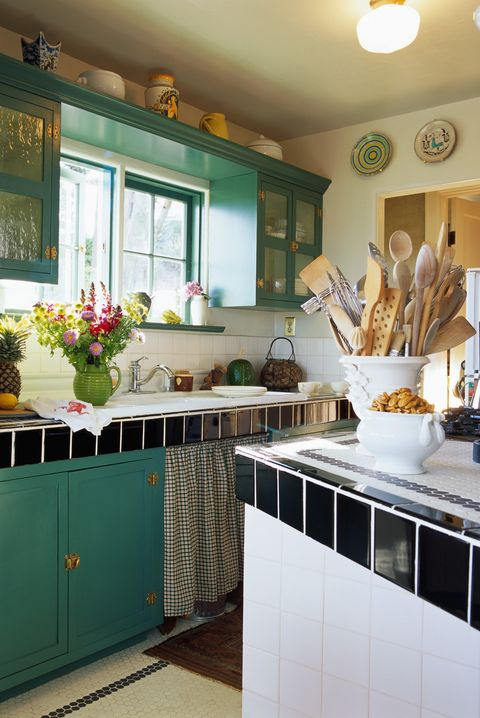 18 Ideas for Decorating Above Kitchen Cabinets - Design ...