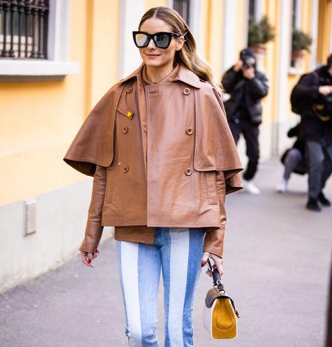 olivia palermo in een leren jasje op straat in parijs