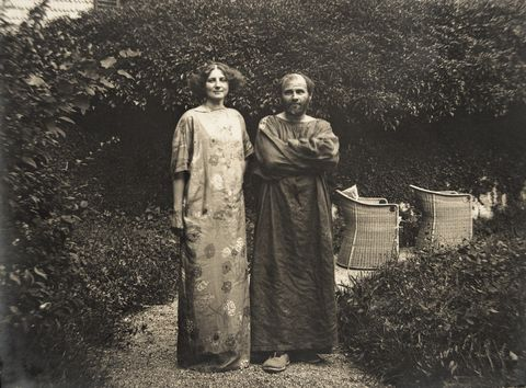 austria circa 1910 gustav klimt and emilie floege in a dress with floral motif in the garden of the villa degli oleandri in kammer at lake attersee photography, 1910 photo by imagnogetty images gustav klimt und emilie floege in einem reformkleid mit blumenmuster im garten der oleander villa in photography by kammer am atletsee, 1910