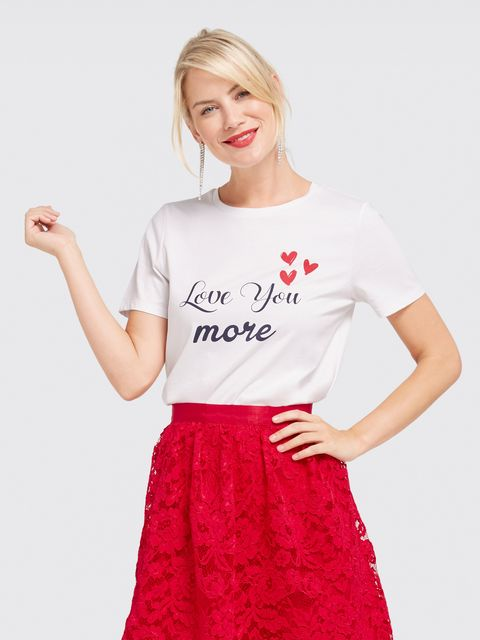 Clothing, White, T-shirt, Red, Waist, Sleeve, Crop top, Shoulder, Neck, Top,
