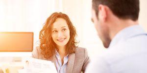 Mooie mensen worden eerder uitgenodigd voor een sollicitatiegesprek