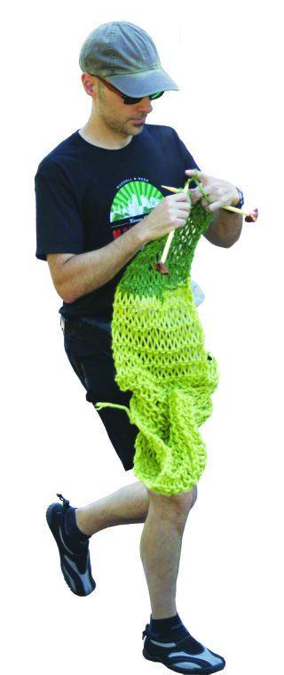 Marathoner to Knit Scarf During Race