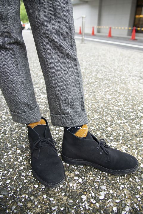 Footwear, White, Shoe, Street fashion, Jeans, Human leg, Fashion, Leg, Ankle, Joint,